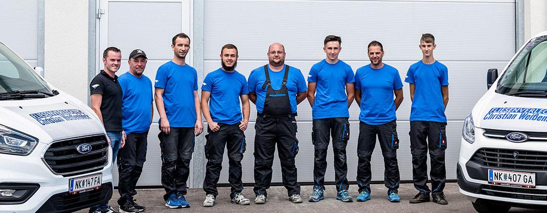 Teamfoto Fliesen Weißenböck in Farbe